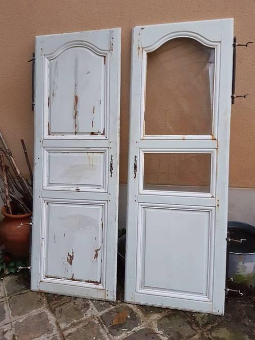 Deux belles portes de placard fin XVIIIe début XIXe en bois massif