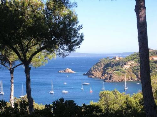 Loue villa au Cap Bénat, Bormes les Mimosas (83) dans le Var, proche plage 8couchages