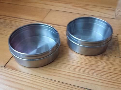 2boîtes de rangement aimantées en métal ac couvercle transparent