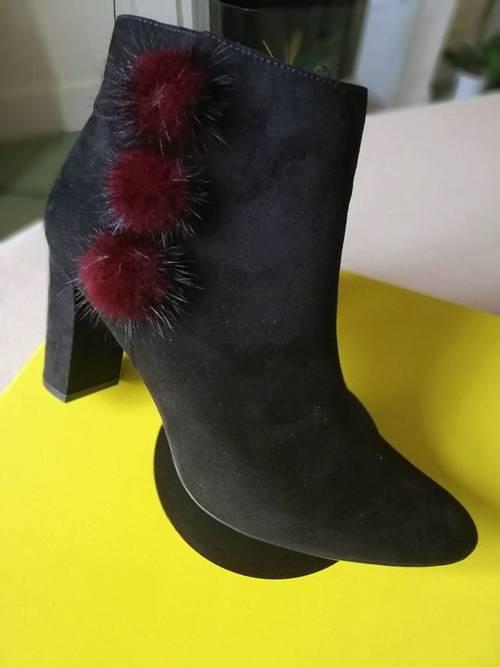 Vends boots/bottines noires à pompons T40