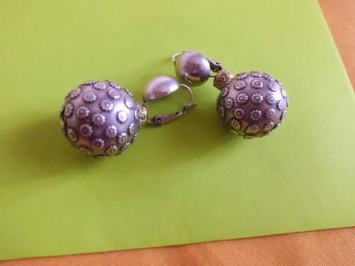 Boucles d'oreilles boules en métal argenté
