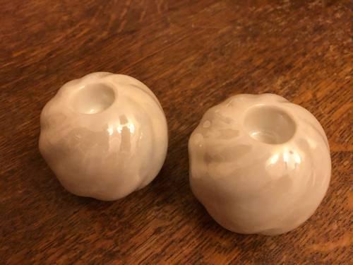 2bougeoirs en céramique blanche nacrée