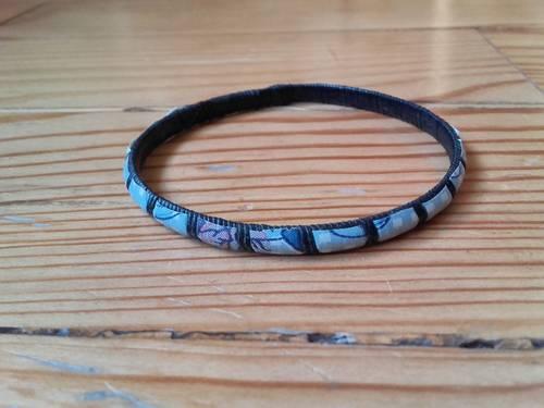Bracelet africain en plastique noir ac papier à motifs incrusté Neuf
