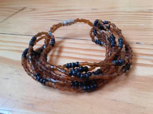 Bracelet à multiples brins en perles marron et noires Neuf