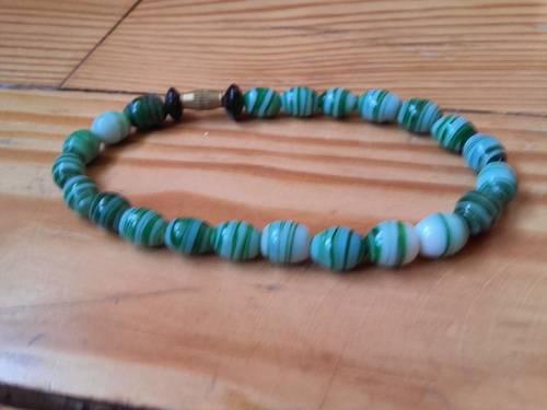 Bracelet en perles vertes Neuf