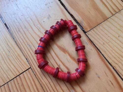 Bracelet à petits disques rouges et bordeaux Neuf