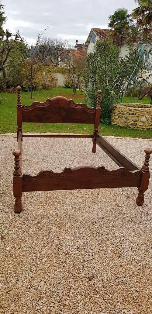 Cadre de lit en chêne atypique