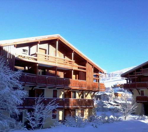 Calme et confortable, skis au pied, VTT et randonnées dans les Ecrins