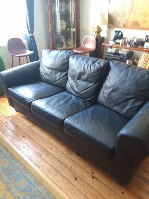 Un canapé 3places noir