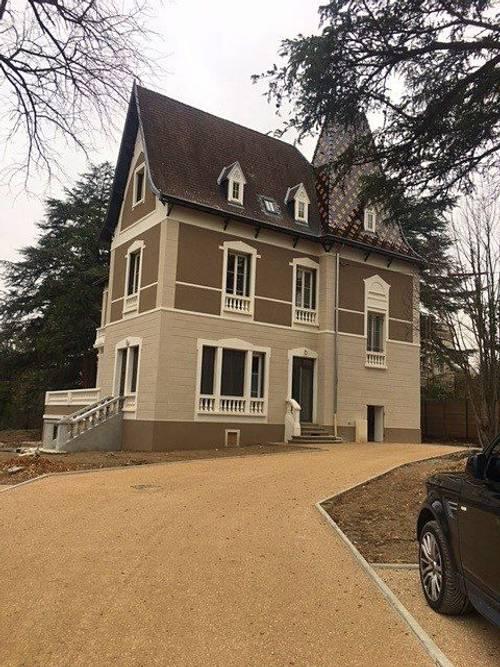 Loue T246m² (Hors Carrez) 38m² Carrez - cave et place de parking - Charbonnières-les-Bains (69)