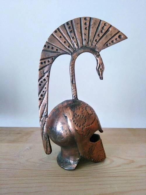 Casque corinthien antique de guerre de Grèce