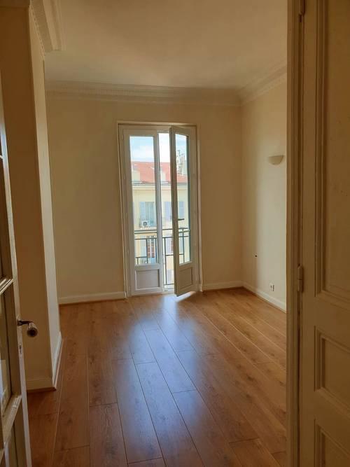 Loue appartement T2, 52m² centre ville Nice (06)