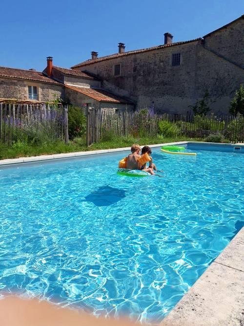 Loue 4chambres, 9couchages dans maison d'hôtes avec piscine et jardin en Charente, Val-d'Auge (16)