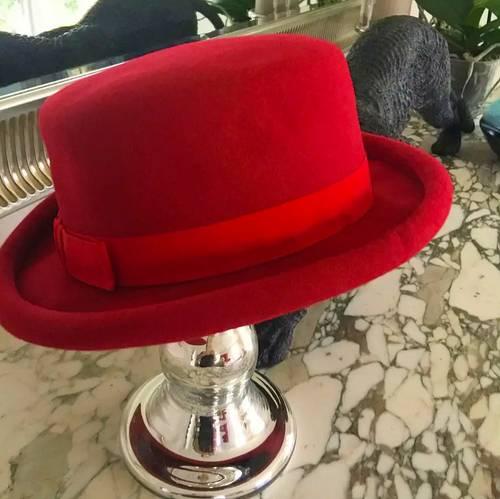 Chapeau feutre rouge forme haute, taille 53/55