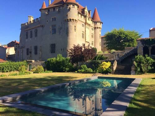 Loue château familial en Auvergne, 12chambres, 25couchages - Saint-Amant-Tallende (63)