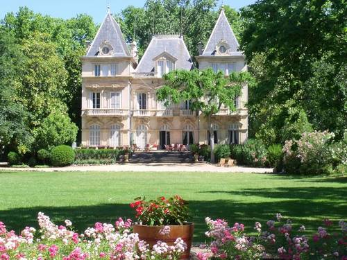 Loue château proche Pézenas piscine privée-chauffée 10couchages
