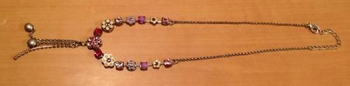 Vends collier fantaisie à petites fleurs roses et blanches
