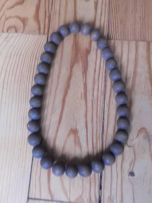 Collier en perles en bois