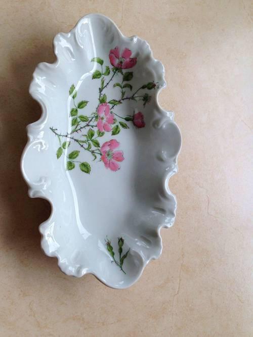Vends une belle coupelle ancienne porcelaine de Limoges avec des roses