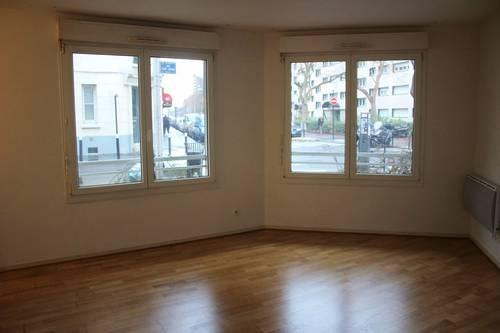 Loue Courbevoie (Charras) : Studio 28m²+ cave + parking. 2mn gare (92)