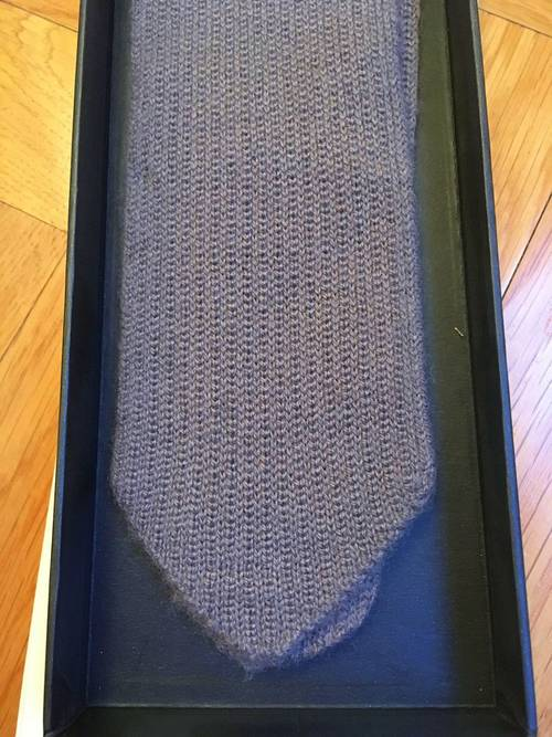 Cravate 100% cashmere neuve marque Allude