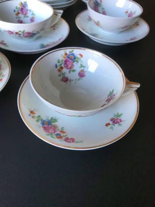 Donne service à thé porcelaine