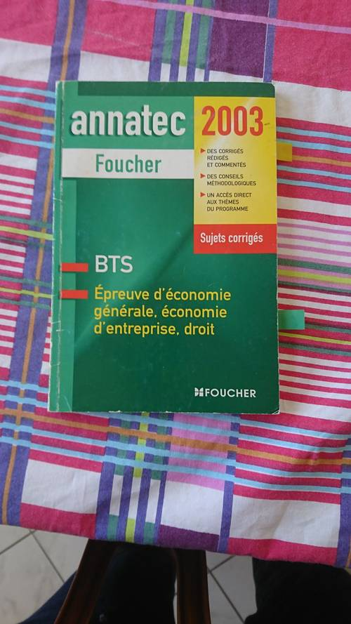 Vends un livre d'économie