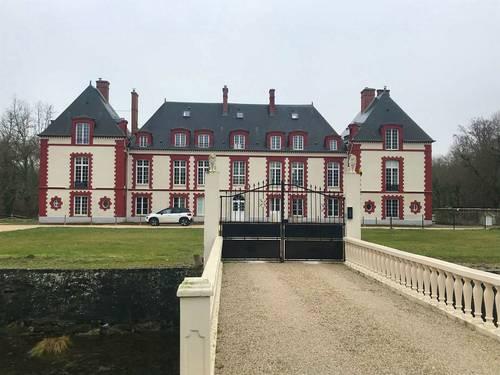 Echange apt + jard. Dans château proche Fontainebleau 6p. + apt Paris
