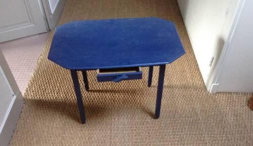 Vends une petite table enfant bois année 50