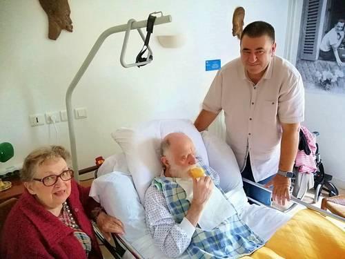 Garde malade - auxiliaire de vie expérimenté garde 24h/24personnes âgées Alzheimer ou en fin de vie. Daniel propose ses services à Paris -France entière