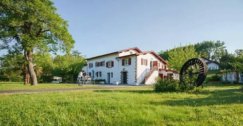 Loue superbe appartement avec vue dans un moulin à Ascain (64) 4chambres · 9couchages