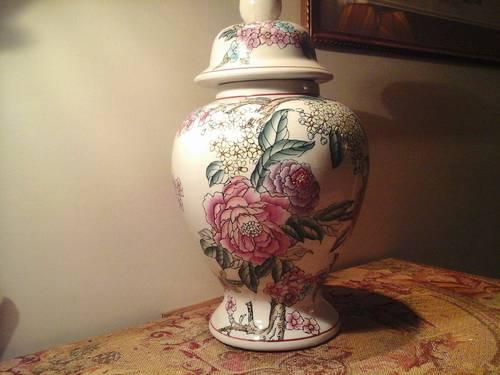 Grand pot couvert ancien en porcelaine