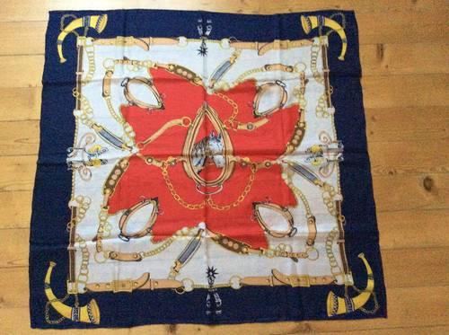 Grand foulard en soie neuf
