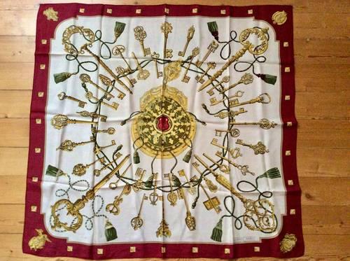 Grand foulard Hermès en soie 90x90