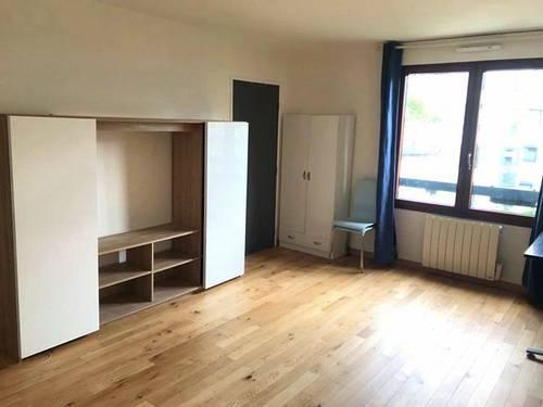 Loue grand studio meublé de 32m² à 2pas des Buttes Chaumont, Paris 19ème