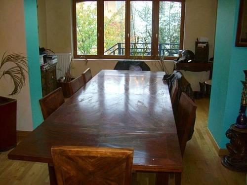 Grande table et chaises en palissandre massif