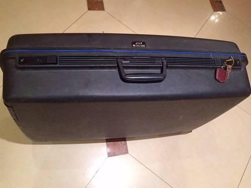 Grande valise Delsey noire à roulettes solide et fermant à clé