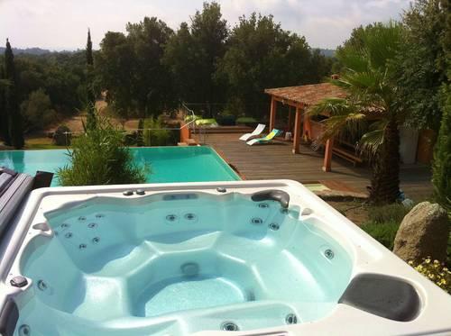 Loue très grande villa conviviale - Jacuzzi, sauna, 8chambres, 18couchages à 2kms mer, Zonza (20)