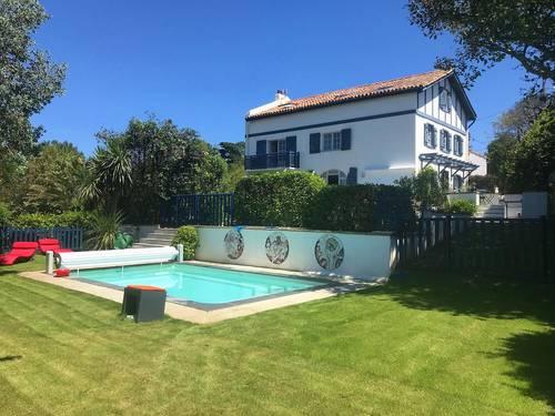 Loue Guethary maison basque 10couchages proche mer, piscine