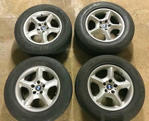 4Jantes alu origine BMW X5avec pneus d'hiver 235/65R 17