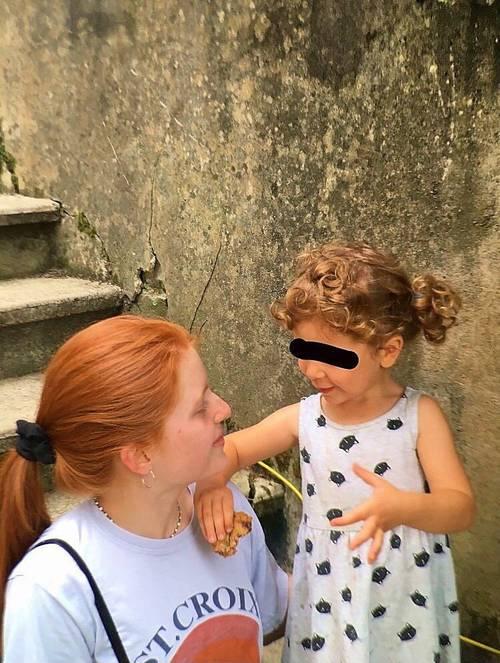 Jeune fille propose services de babysitter ou au pair été