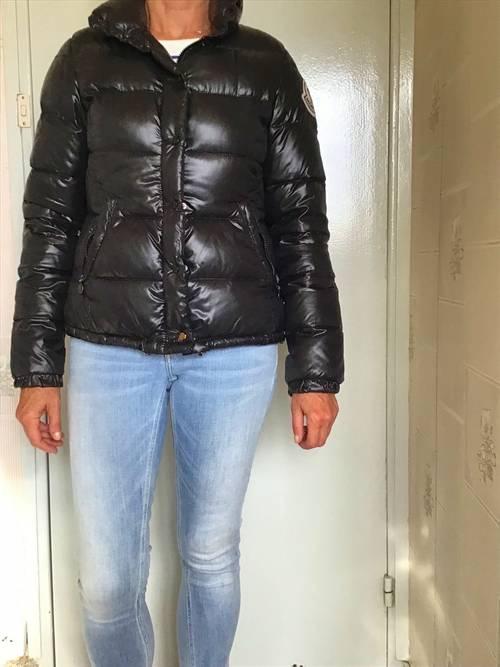 Jolie doudoune Moncler femme taille 38noire
