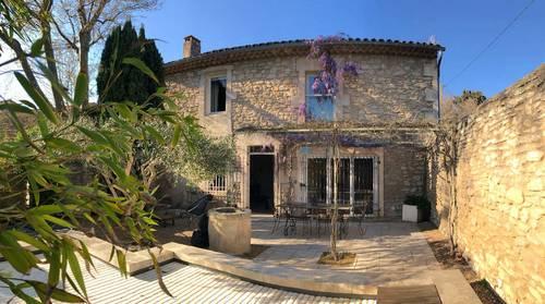 Loue Jolie maison de village en pierre des Baux de Provence 6couchages