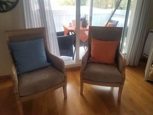 2très jolis fauteuils refaits par un tapissier