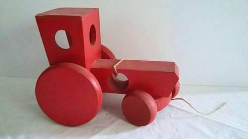 Jouet en bois ancien: un tracteur ecolo