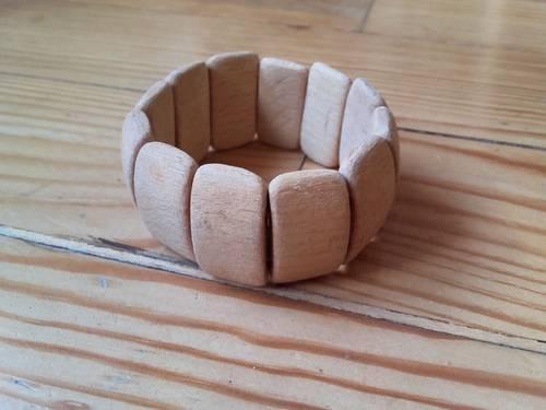 Large bracelet élastiqué en bois clair