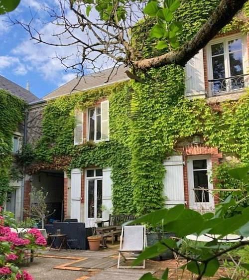 Vends grande maison bourgeoise de 450m², 2500m² de terrain - 7chambres - Orléans (45)