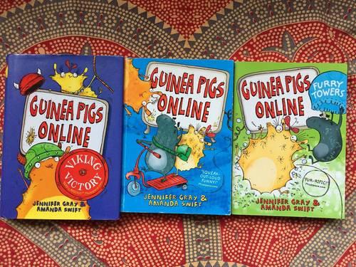 Lot de 3livres en anglais Guinea Pigs Online