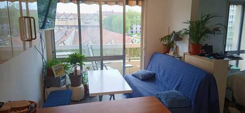 Propose sous-location appartement de 38m² avec parking, à Villeurbanne (69)