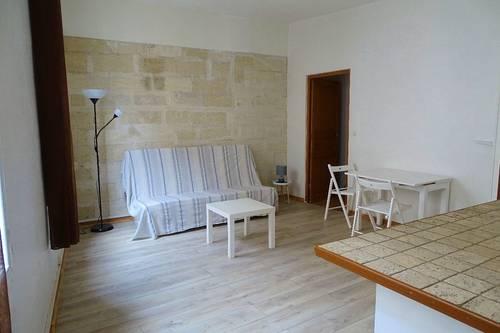 Loue meublée étudiante T239m², intramuros Avignon (84)
